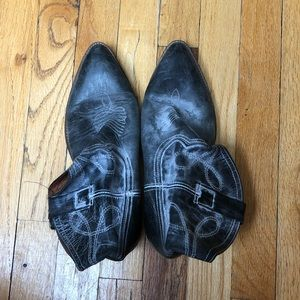 Steve Madden Distressed Cowgirl Booties Size 10